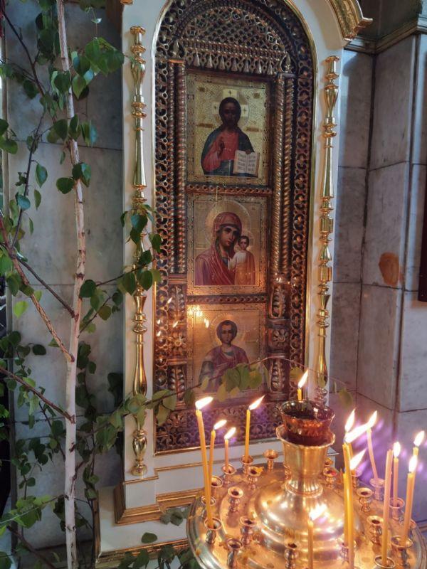 иконы Христа Спасителя Божией Матери Казанская вмч. и целителя Пантелеимона