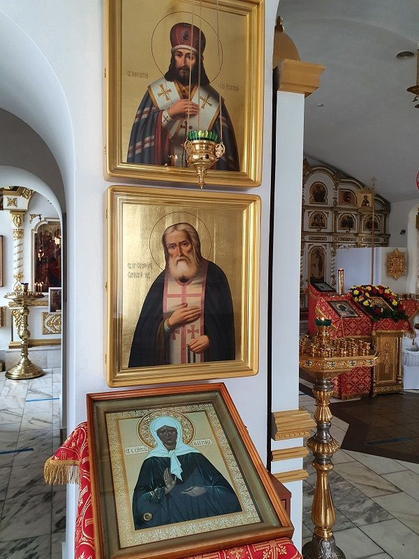 Иннокентия Иркутского, Серафима Саровского, Матроны Московской, иконы