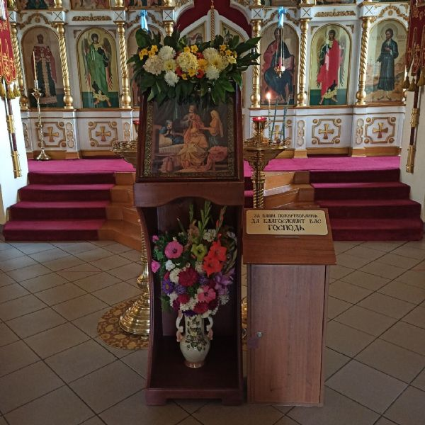 Свеча к иконе Праздника или святого, память которого совершается в этот день.