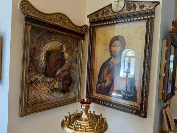 Спаситель и Иверская икона Пресвятой Богородицы