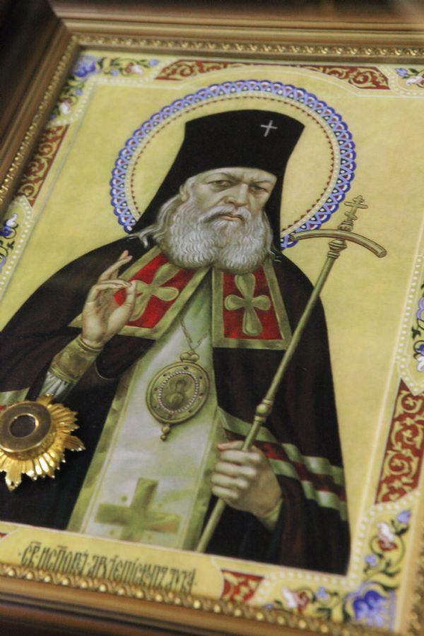 Святитель Лука Крымский (Войно-Ясенецкий), исповедник. Икона с частицей святых мощей.