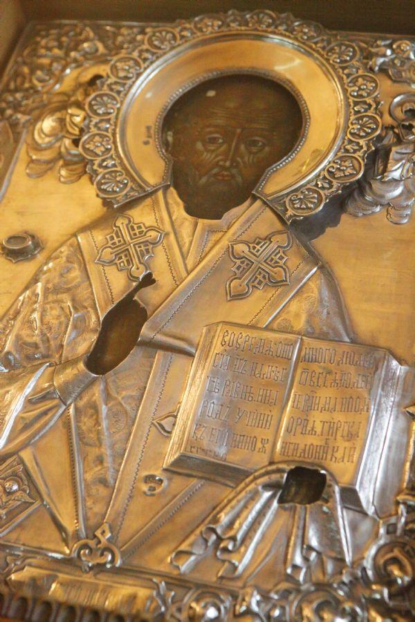 Святитель Николай Чудотворец, архиепископ Мир Ликийских. Икона с частицей святых мощей.