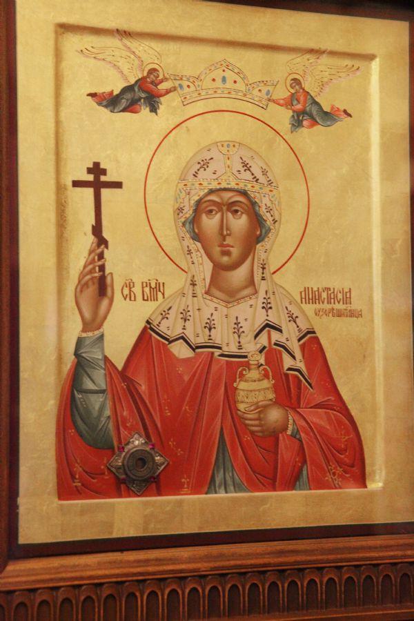 Святая великомученица Анастасия Узорешительница. Икона с частицей святых мощей.